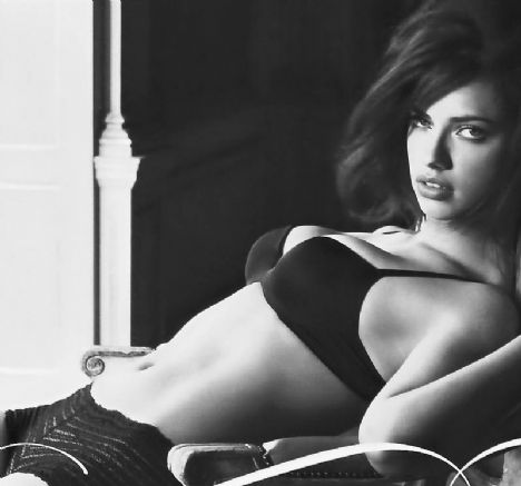 Adriana Lima - 54